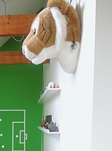kids room: floor